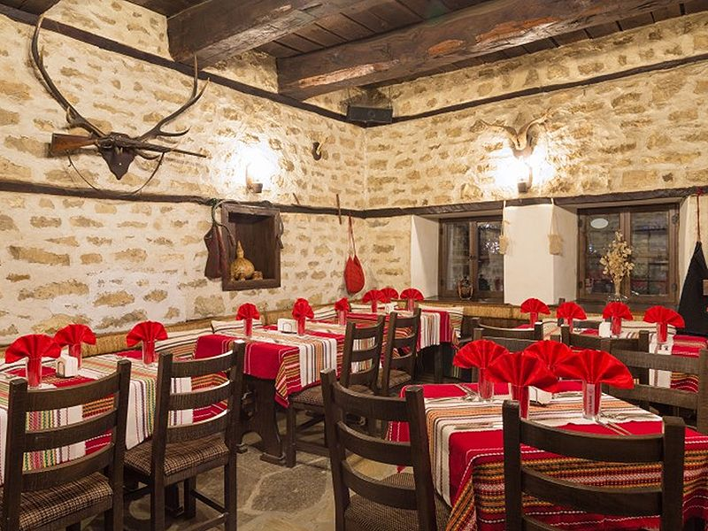 Weekend Escapes ~Traditional Bulgarian Tavern, 800x600-optimized